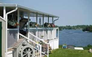 Bailey's Bay Cottage & RV Resort - Parkbridge